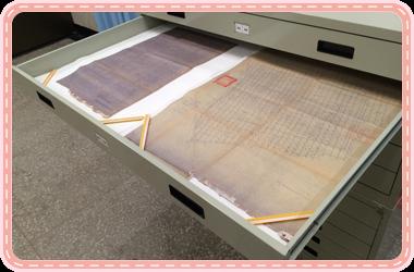 圖4:平面圖平放於大型圖櫃,並以弱鹼性的清澄宣紙分隔