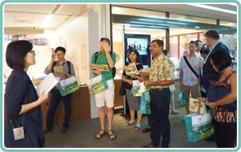 外籍學人參觀臺灣農業檔案特展