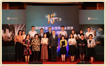 國家發展委員會曾副主任委員旭正(前排中)與金質獎獲獎人員合影