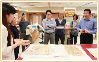 雲科大偕馬來西亞學者參訪本局紙質檔案修護室
