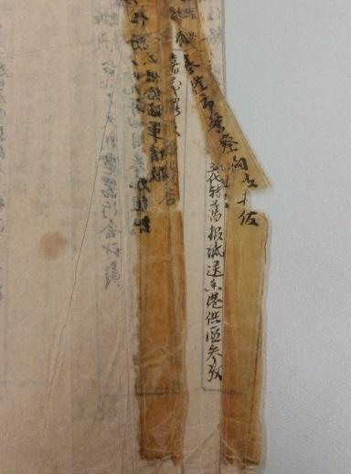 圖7 膠體脆化嚴重導致紙張脆裂