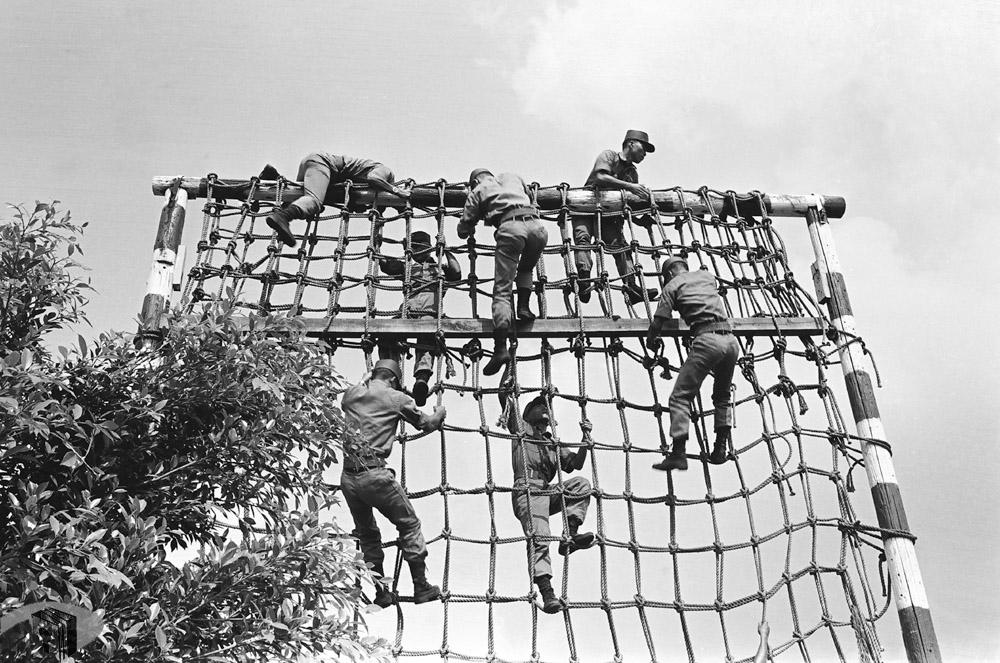 圖3 障礙物攀爬訓練