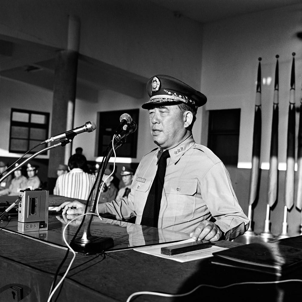 圖7 陸軍總司令郝柏村上將對學生進行演講