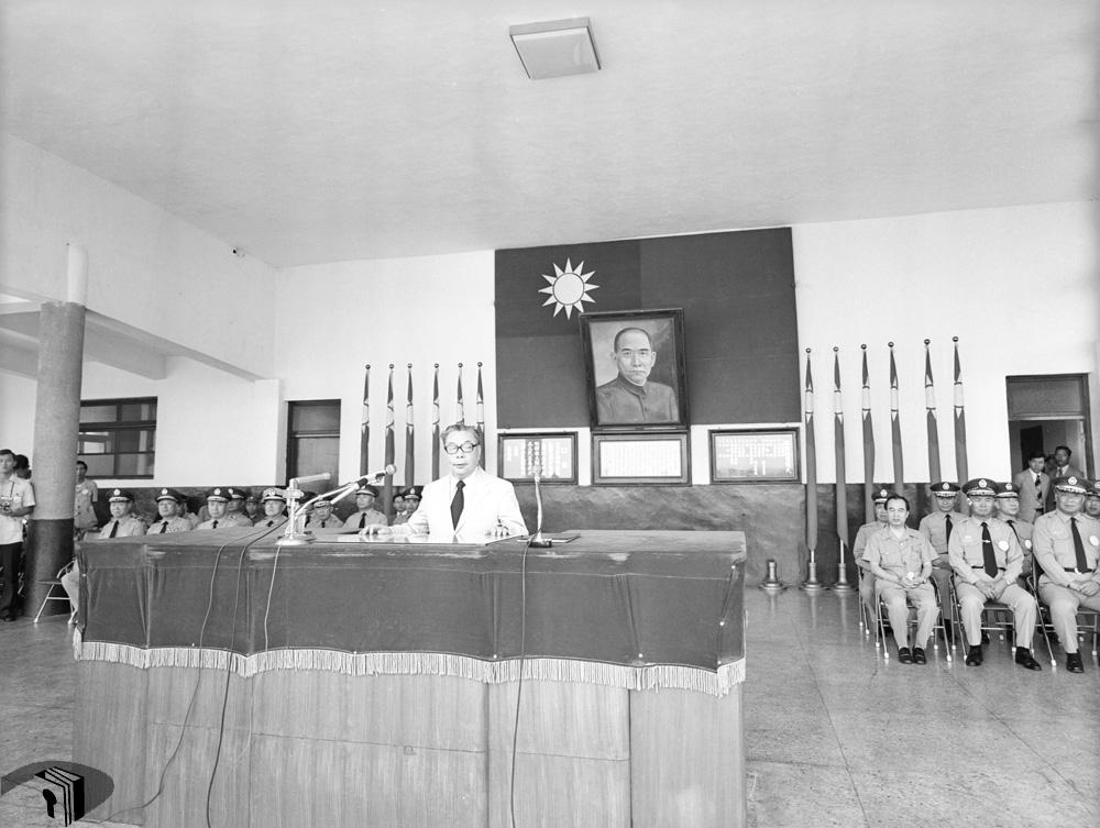 圖8 行政院院長蔣經國主持結訓典禮