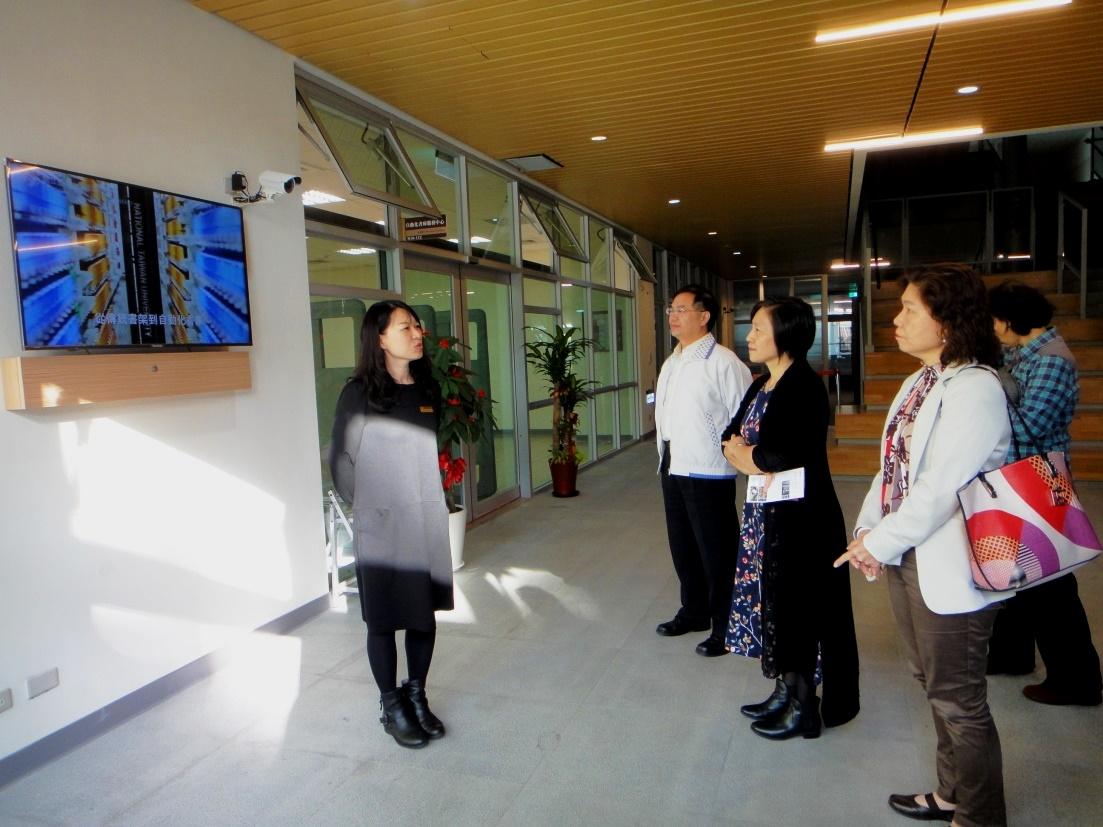 本局參訪臺灣大學圖書館自動化書庫