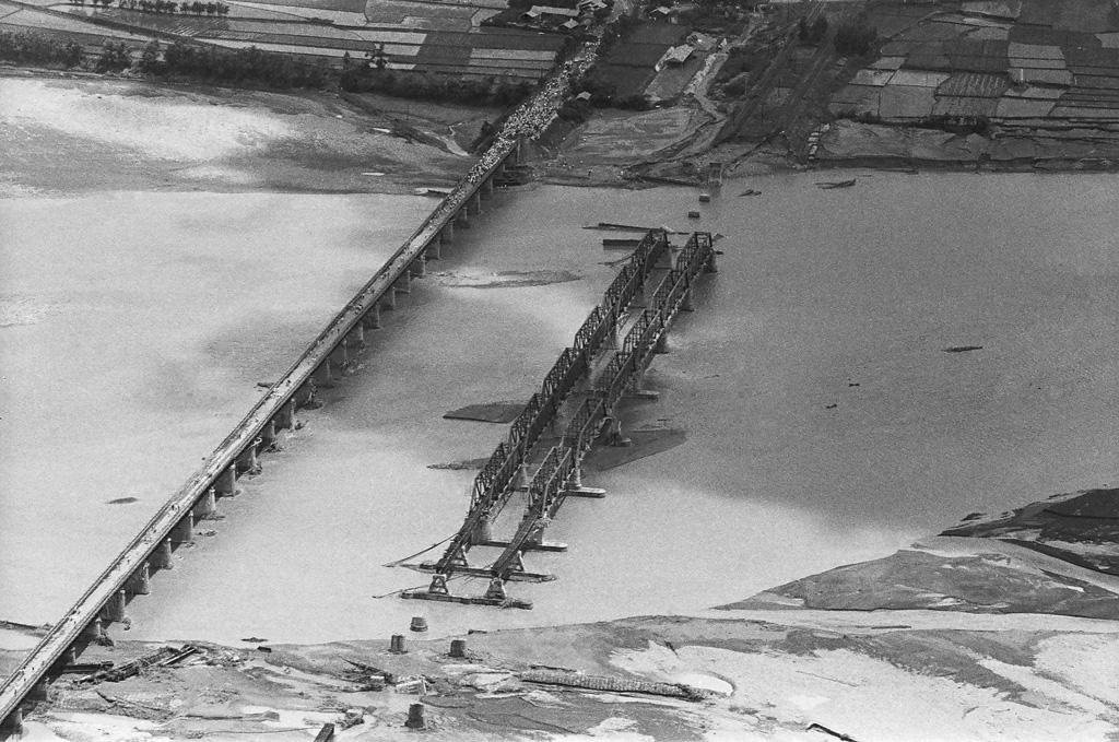 圖4 大肚溪鐵路橋梁在八七水災中斷裂