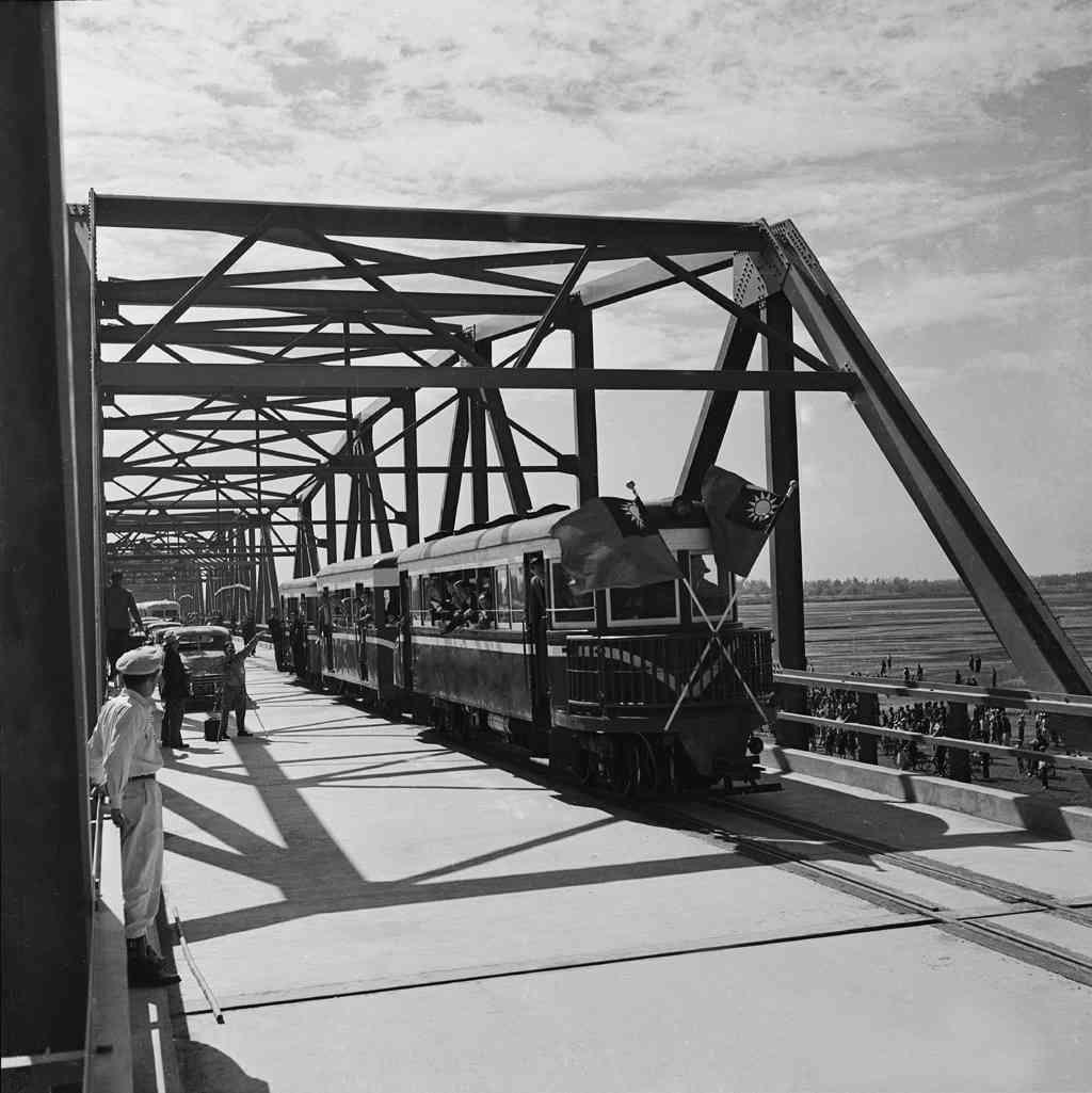 圖7 西螺大橋通車