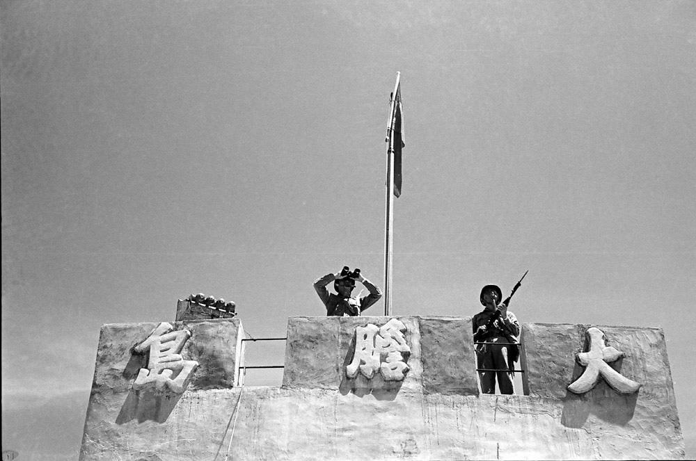 圖10 國軍全副武裝監視海面動態