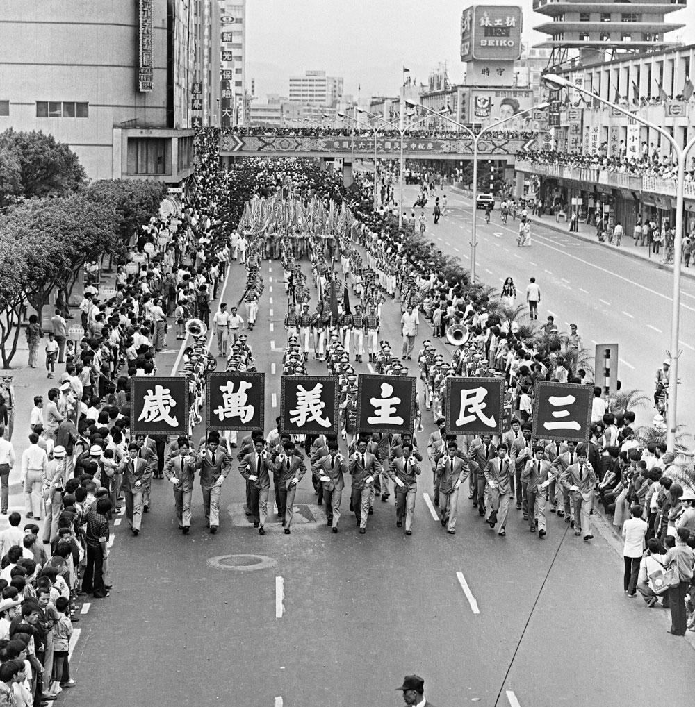 圖13 66年國慶大遊行