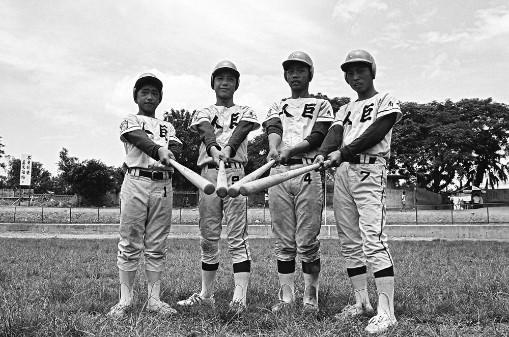 圖4 巨人少棒隊4名球員合影