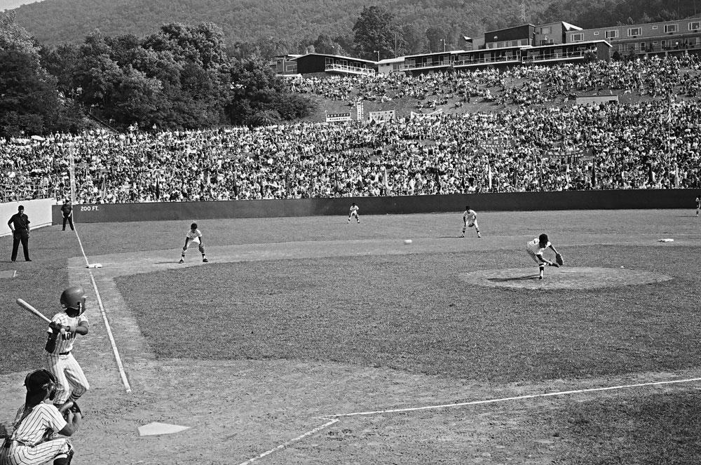 圖9 1971年巨人少棒隊與美北隊決賽場景