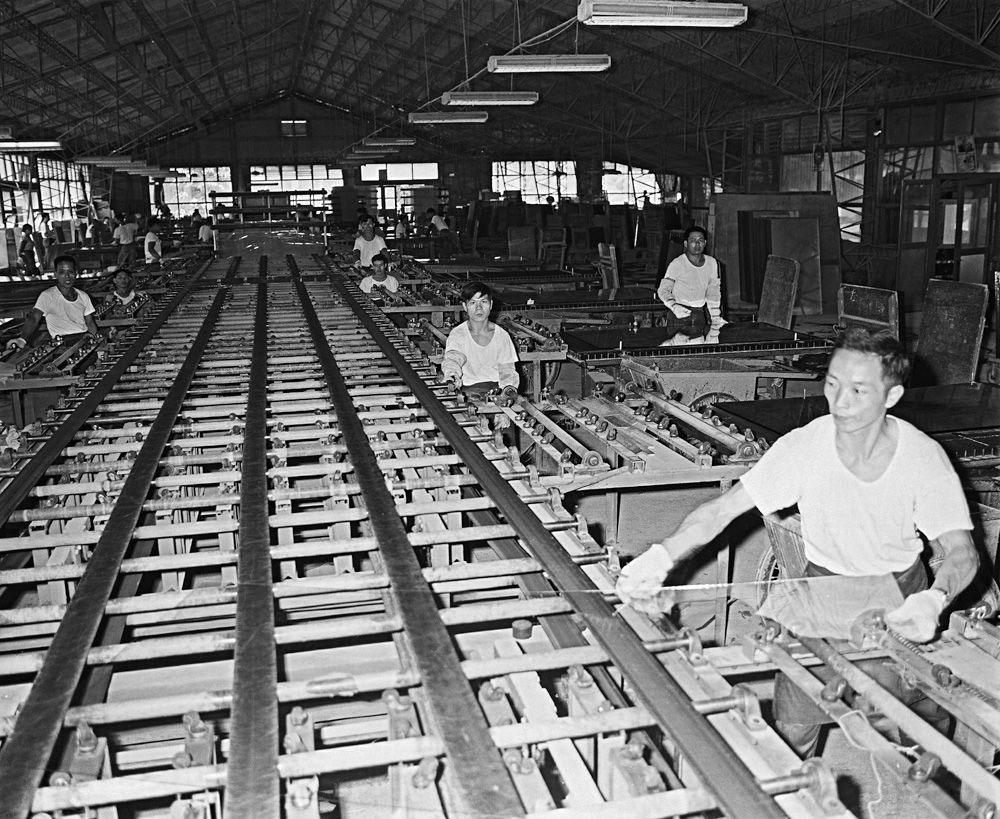 圖14 新竹玻璃製造廠員工作業情形