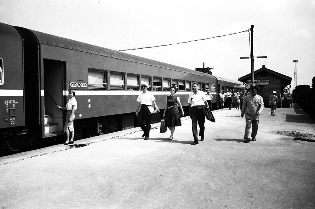 圖19 1962年美國安全分署署長白慎士(HowardL.Parsons)造訪內灣